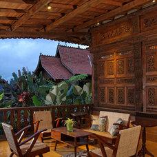 Tropical Porch by Iwan Sastrawiguna Interior Design