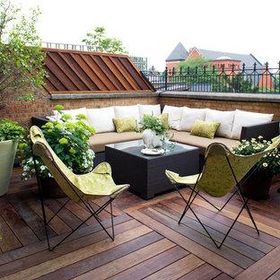 На фото: балкон и лоджия в классическом стиле с