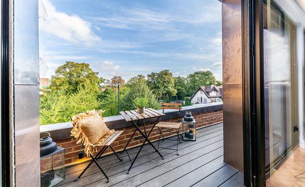 Современный Балкон и лоджия by Douglas and King Architects