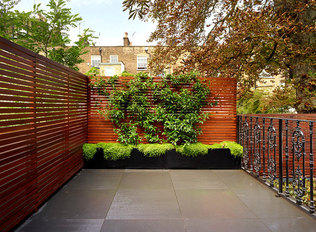 12 fun ideas and ways to transform an outdoor feature wall for Victorian garden walls designs