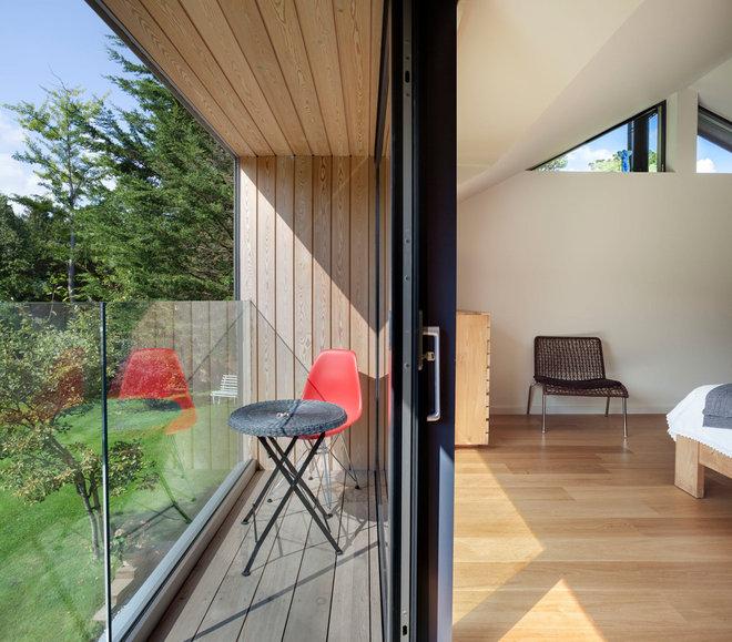 Contemporary Balcony by Penton Architects