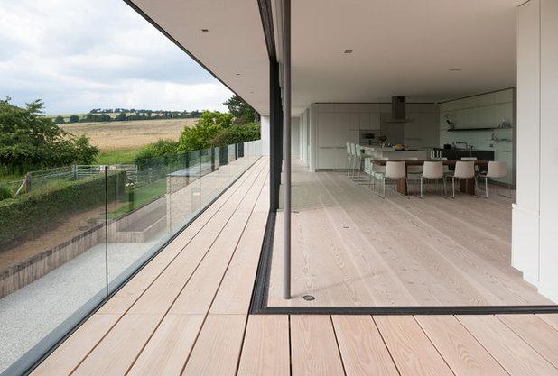 Contemporary Balcony by Strom Architects