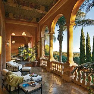 Свежая идея для дизайна: балкон и лоджия в средиземноморском стиле с навесом - отличное фото интерьера