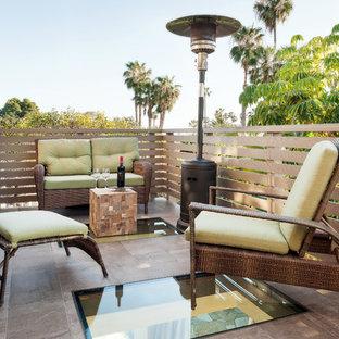 Стильный дизайн: балкон и лоджия среднего размера в стиле ретро с деревянными перилами без защиты от солнца - последний тренд