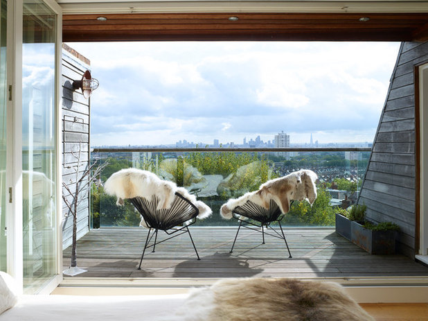 Farmhouse Balcony by Rachael Smith Photography Ltd