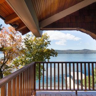 Idee per terrazze e balconi american style con un tetto a sbalzo