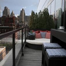 Contemporary Deck by Stephanie Sabbe