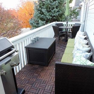 Неиссякаемый источник вдохновения для домашнего уюта: балкон и лоджия в стиле ретро с деревянными перилами