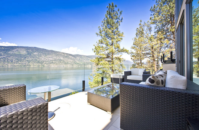 Contemporary Deck by Begrand Fast Design Inc.