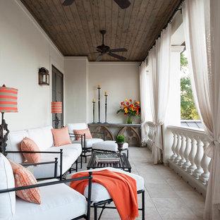 На фото: балкон и лоджия в средиземноморском стиле с навесом с