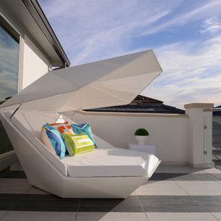 Balcony - contemporary balcony idea in Houston