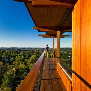 Foto di grandi terrazze e balconi minimalisti con un tetto a sbalzo