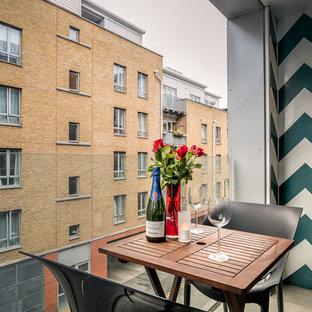 Ispirazione per piccoli terrazze e balconi d'appartamento minimal con un tetto a sbalzo