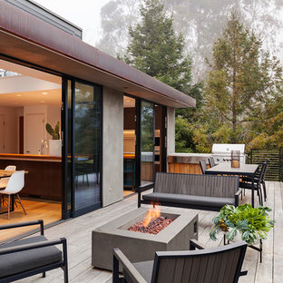 Example of a trendy metal railing balcony design in San Francisco with a fire pit
