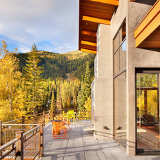 Rustic Deck by Stillwater Architecture L.L.C.