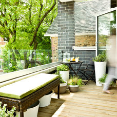 Contemporary Deck by Cynthia Lynn Photography