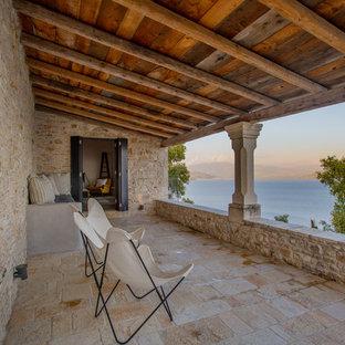 Hình ảnh ban công Tuscan với một phần mở rộng mái