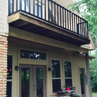 Balcony - mid-sized traditional balcony idea in Dallas