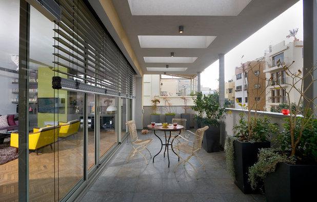 Contemporary Balcony by Elad Gonen