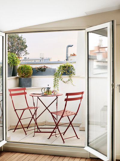 The joy of a balcony 16 ideas for your little slice of for Traditional balconies