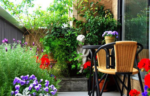 コンテンポラリー ベランダ・バルコニー Small Gardens