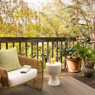 Стильный дизайн: маленький балкон и лоджия в классическом стиле - последний тренд
