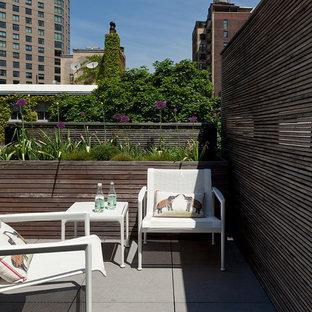 Свежая идея для дизайна: балкон и лоджия в стиле ретро с деревянными перилами без защиты от солнца - отличное фото интерьера
