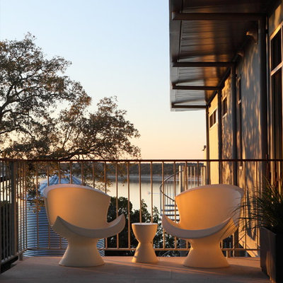 Inspiration for a contemporary balcony remodel in Austin with no cover