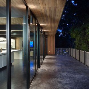 Example of a mid-sized minimalist balcony design in Seattle