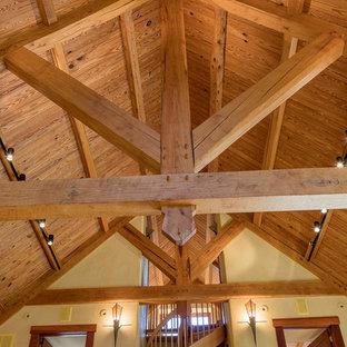 Idéer för att renovera en mellanstor rustik balkong, med räcke i trä