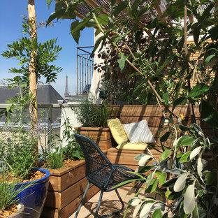 Esempio di privacy su balconi o terrazzi minimal di medie dimensioni con una pergola