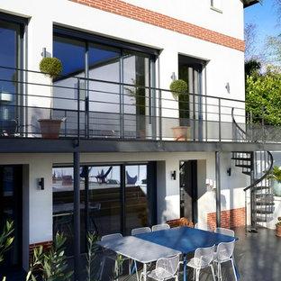 Inspiration pour une terrasse et balcon traditionnelle de taille moyenne avec aucune couverture.