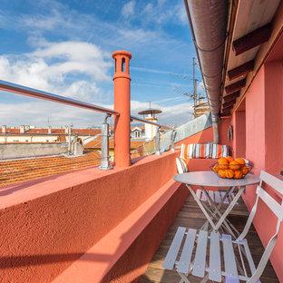 Réalisation d'une petite terrasse et balcon méditerranéenne avec une extension de toiture.