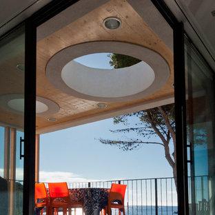 Idée de décoration pour une terrasse design de taille moyenne.