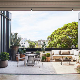 Mid-sized contemporary balcony in Sydney with no cover.
