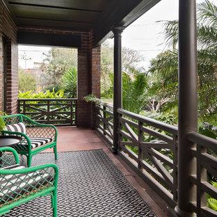 Foto de balcones tropical, pequeño, con toldo y barandilla de madera
