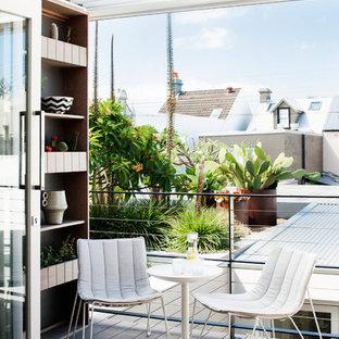 Imagen de balcones actual, pequeño, con pérgola