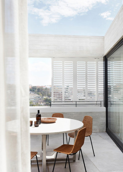 Contemporary Balcony by Luigi Rosselli Architects