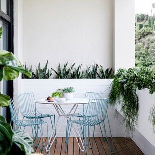Inspiration for a contemporary balcony in Sydney.