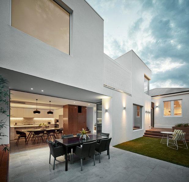 Contemporary Balcony by Melbourne Design Studios (MDS)
