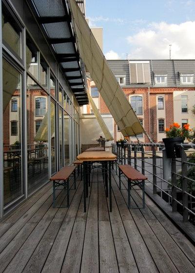 Industrial  Balkon by Julia Schoppe
