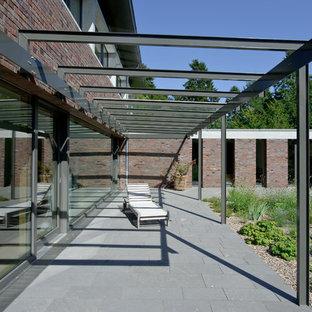 Größzügiges Einfamilienhaus mit schwebendem Dach und Veranda in Bremen