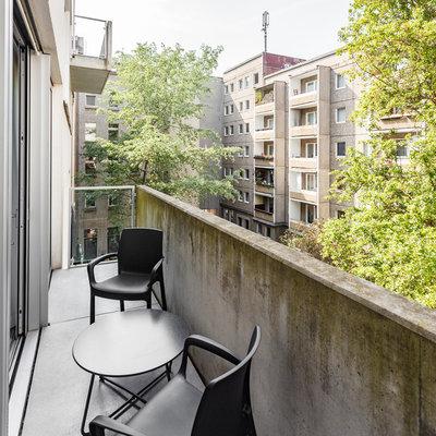 Modern Balkon by EMMA B. HOME