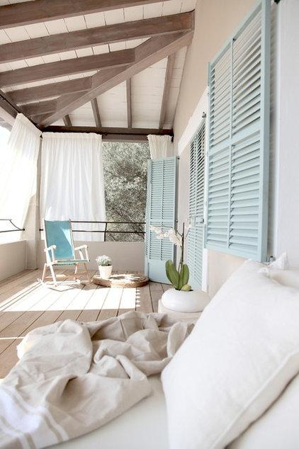 Beach Style Deck by carde reimerdes