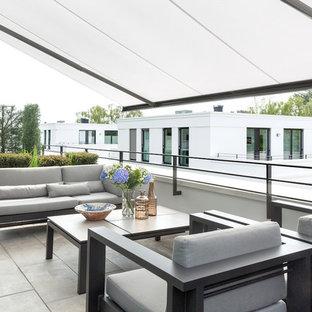 Fensterbank. Dekoration. Alle Löschen · Große Moderne Terrasse Mit Markisen  Und Stahlgeländer In Berlin