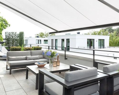 Große Moderne Terrasse Mit Markisen Und Stahlgeländer In Berlin