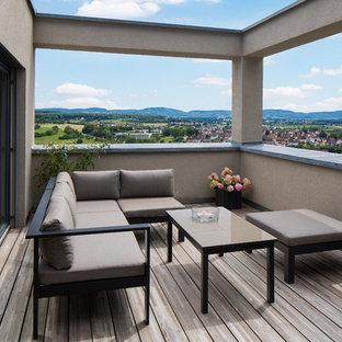 Kleiner, Unbedeckter Moderner Balkon mit Kübelpflanzen und Mix-Geländer in Stuttgart