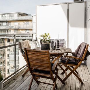 Medium sized scandi terrace and balcony in Gothenburg.