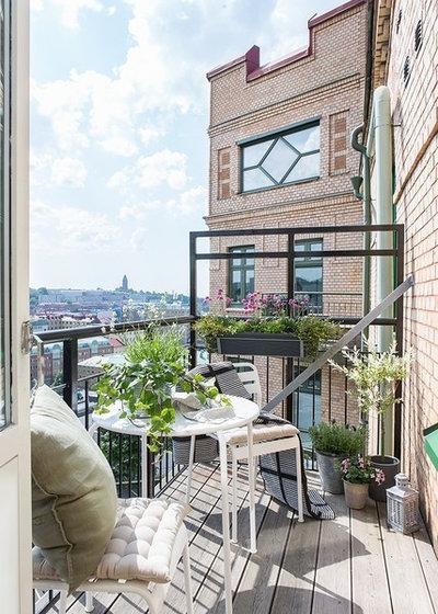 Scandinavian Balcony by Alvhem Mäkleri & Interiör