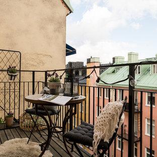 Idéer för att renovera en skandinavisk balkong, med räcke i metall